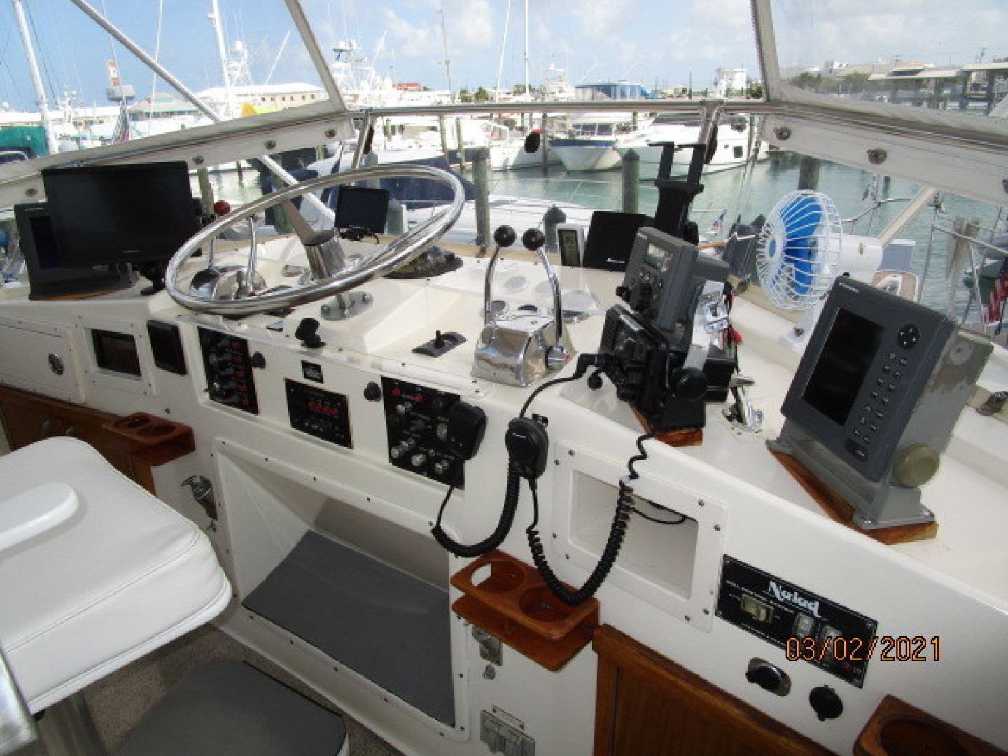 Hatteras-48 1981-Partner Ship Carolina Beach-North Carolina-United States-48 Hatteras flybridge helm1-1629277 | Thumbnail