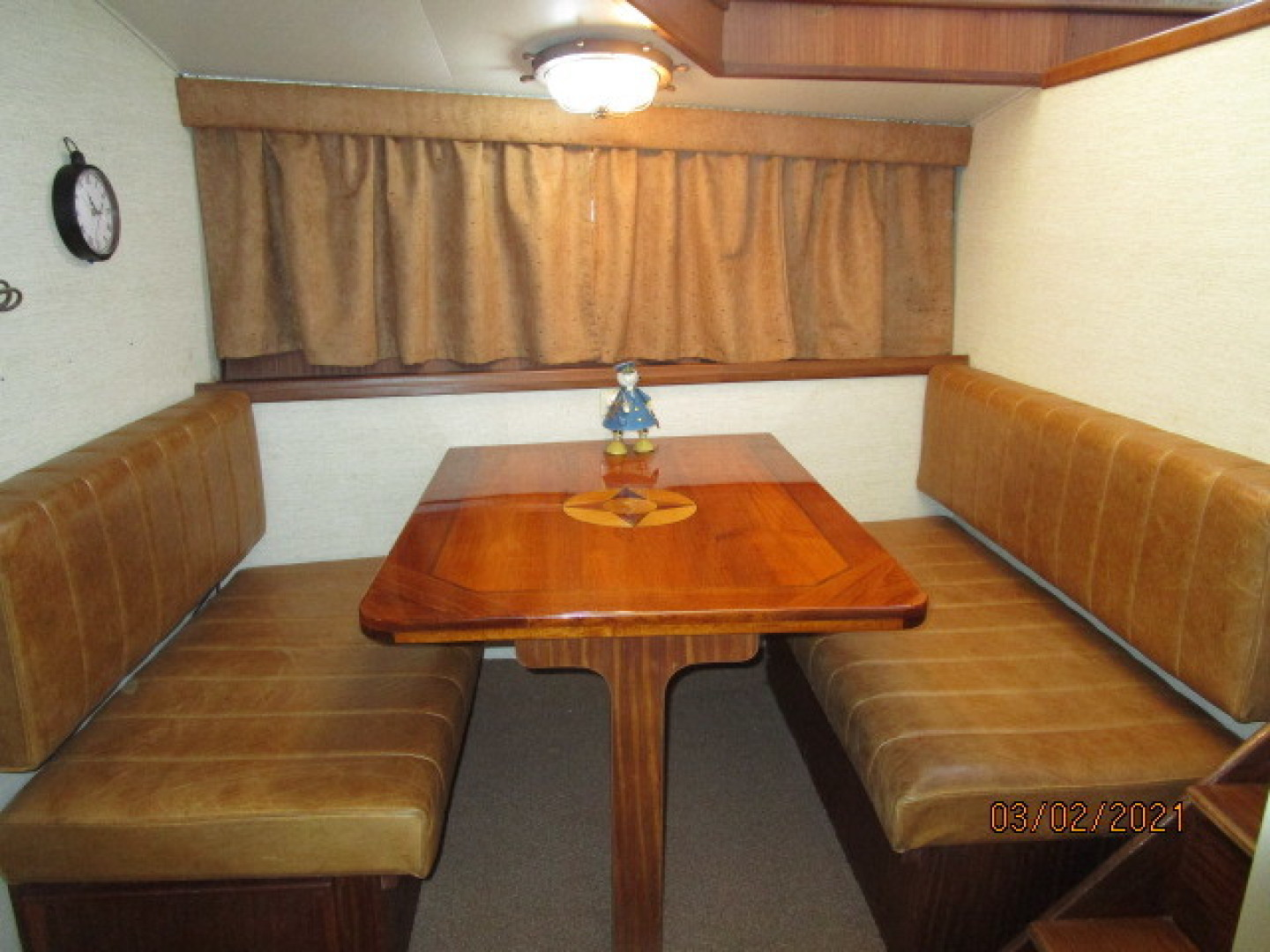 Hatteras-48 1981-Partner Ship Carolina Beach-North Carolina-United States-48 Hatteras dinette2-1629266 | Thumbnail