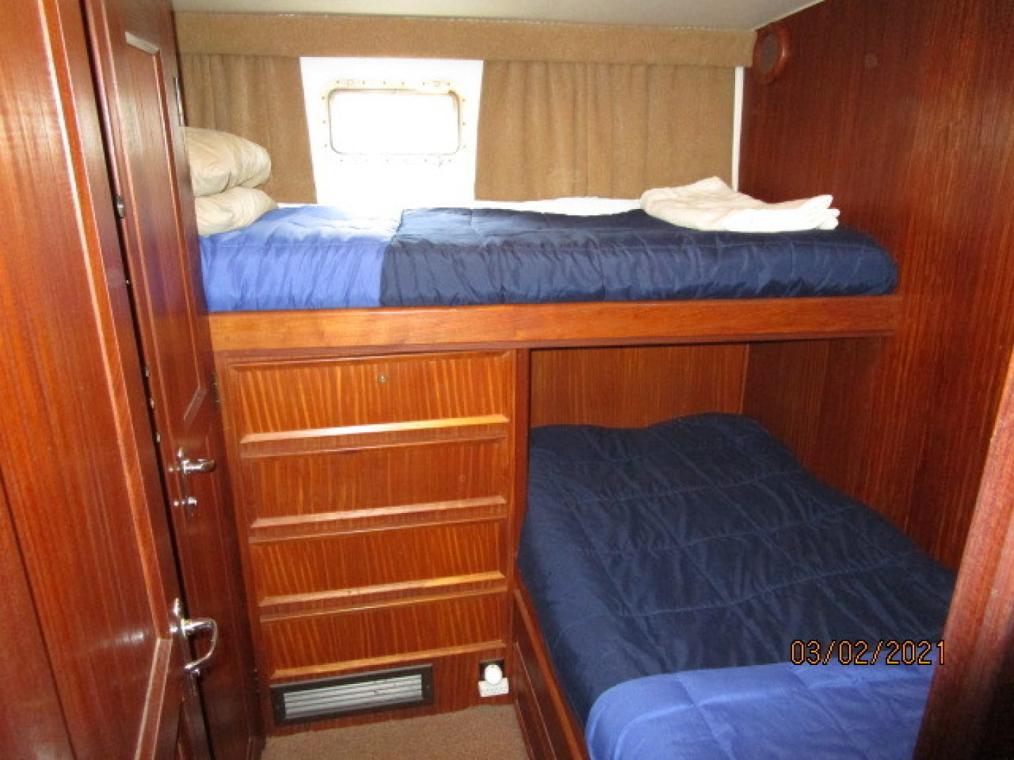 Hatteras-48 1981-Partner Ship Carolina Beach-North Carolina-United States-48 Hatteras port guest stateroom-1629315 | Thumbnail