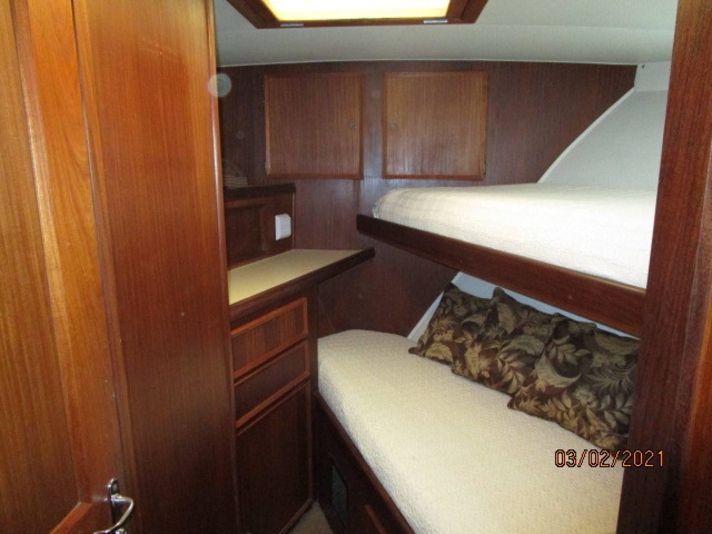 Hatteras-48 1981-Partner Ship Carolina Beach-North Carolina-United States-48 Hatteras forward guest stateroom-1629283 | Thumbnail