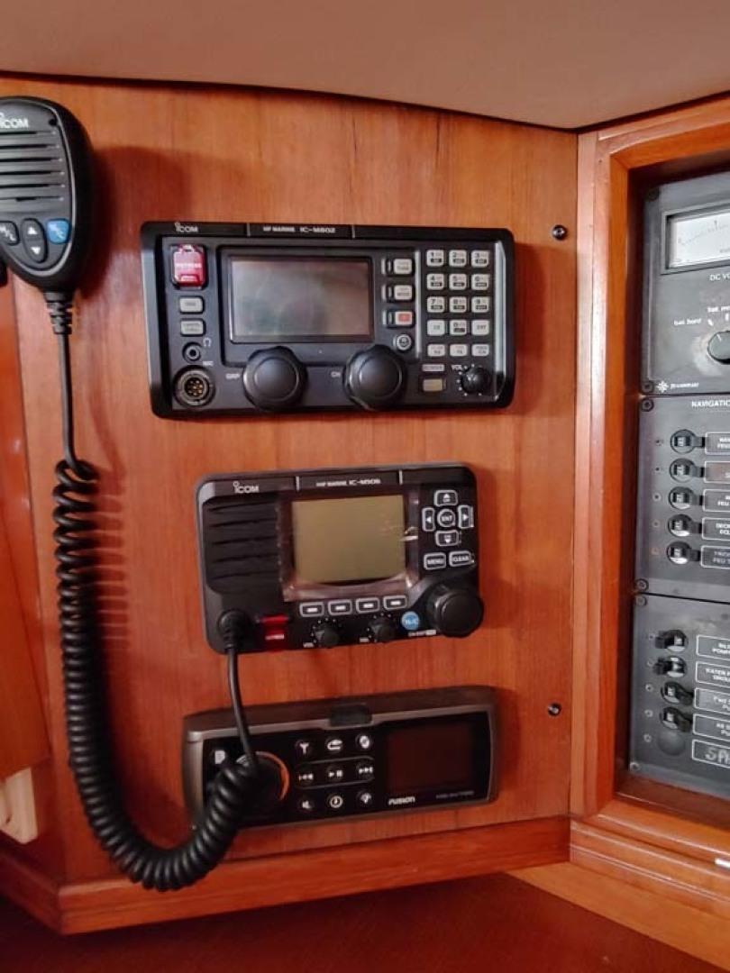 Jeanneau-Sun Odyssey 52.2 2001-Perseverance Hollywood-Florida-United States-Nav Station VHF Radio and Stereo-1631470 | Thumbnail