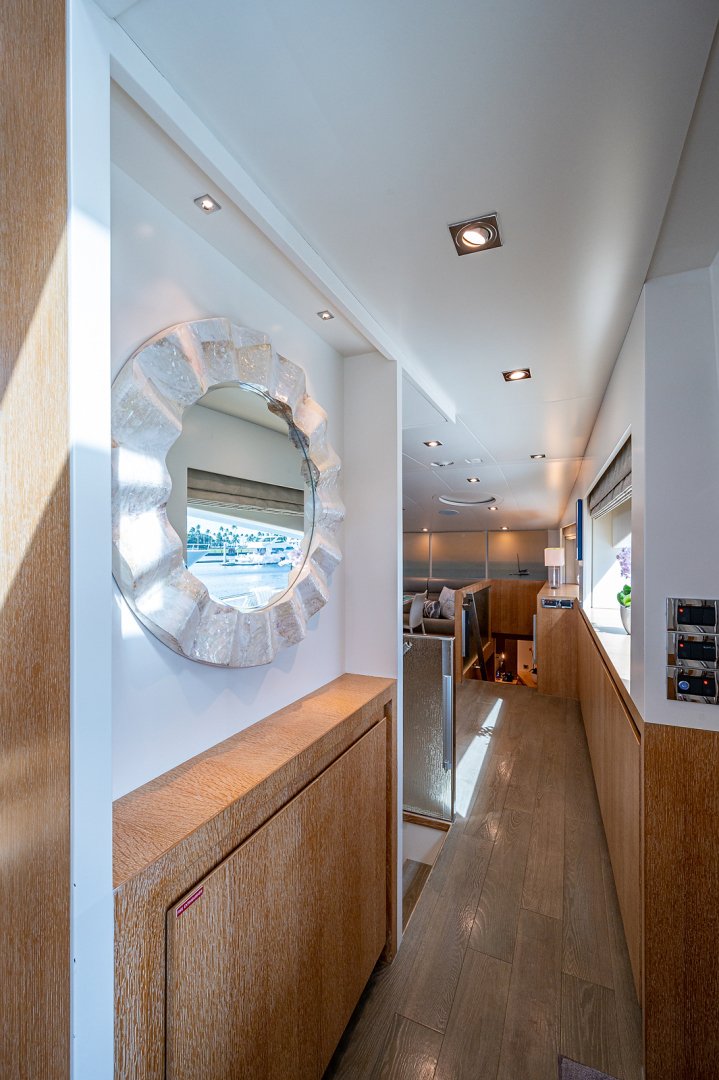 Horizon-RP 110 2014-ANDREA VI Fort Lauderdale-Florida-United States-Hallway to Galley-1633549 | Thumbnail