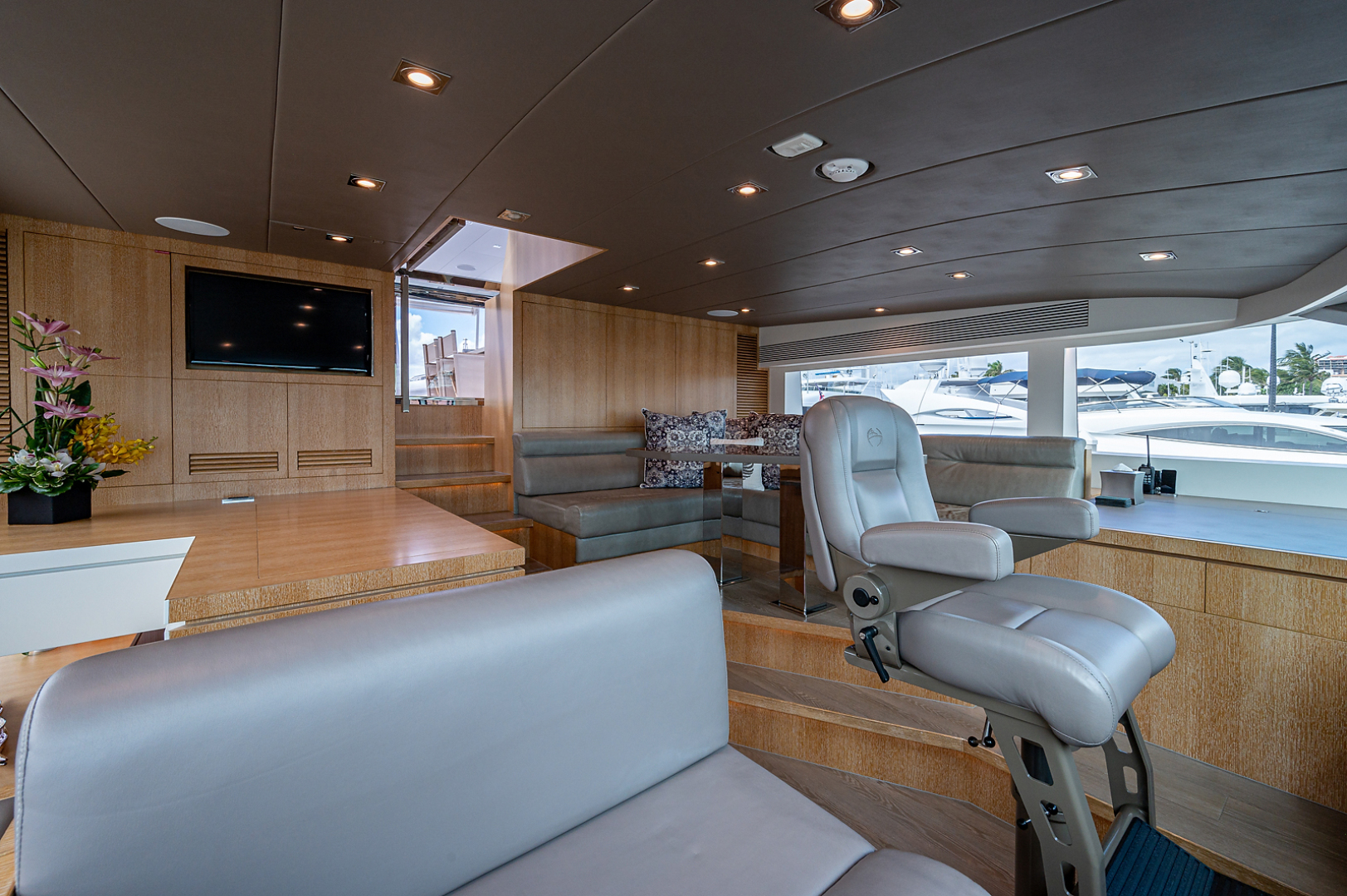 Horizon-RP 110 2014-ANDREA VI Fort Lauderdale-Florida-United States-Pilothouse-1633571 | Thumbnail