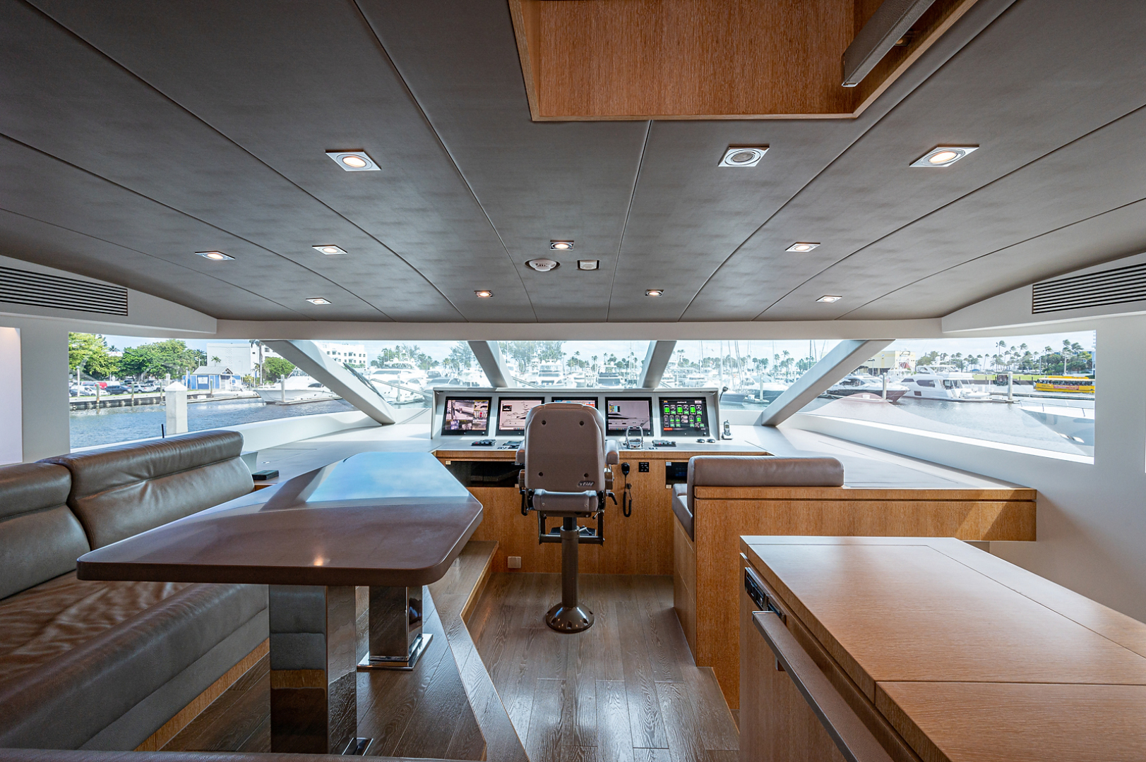 Horizon-RP 110 2014-ANDREA VI Fort Lauderdale-Florida-United States-Pilothouse-1633567 | Thumbnail
