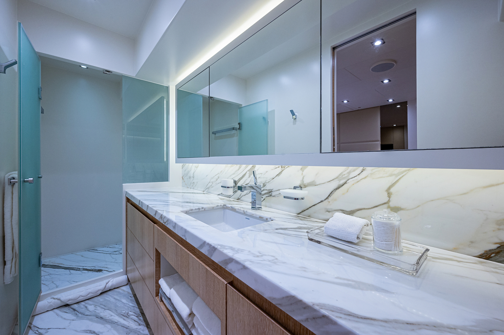 Horizon-RP 110 2014-ANDREA VI Fort Lauderdale-Florida-United States-Forward Bath-1633560 | Thumbnail