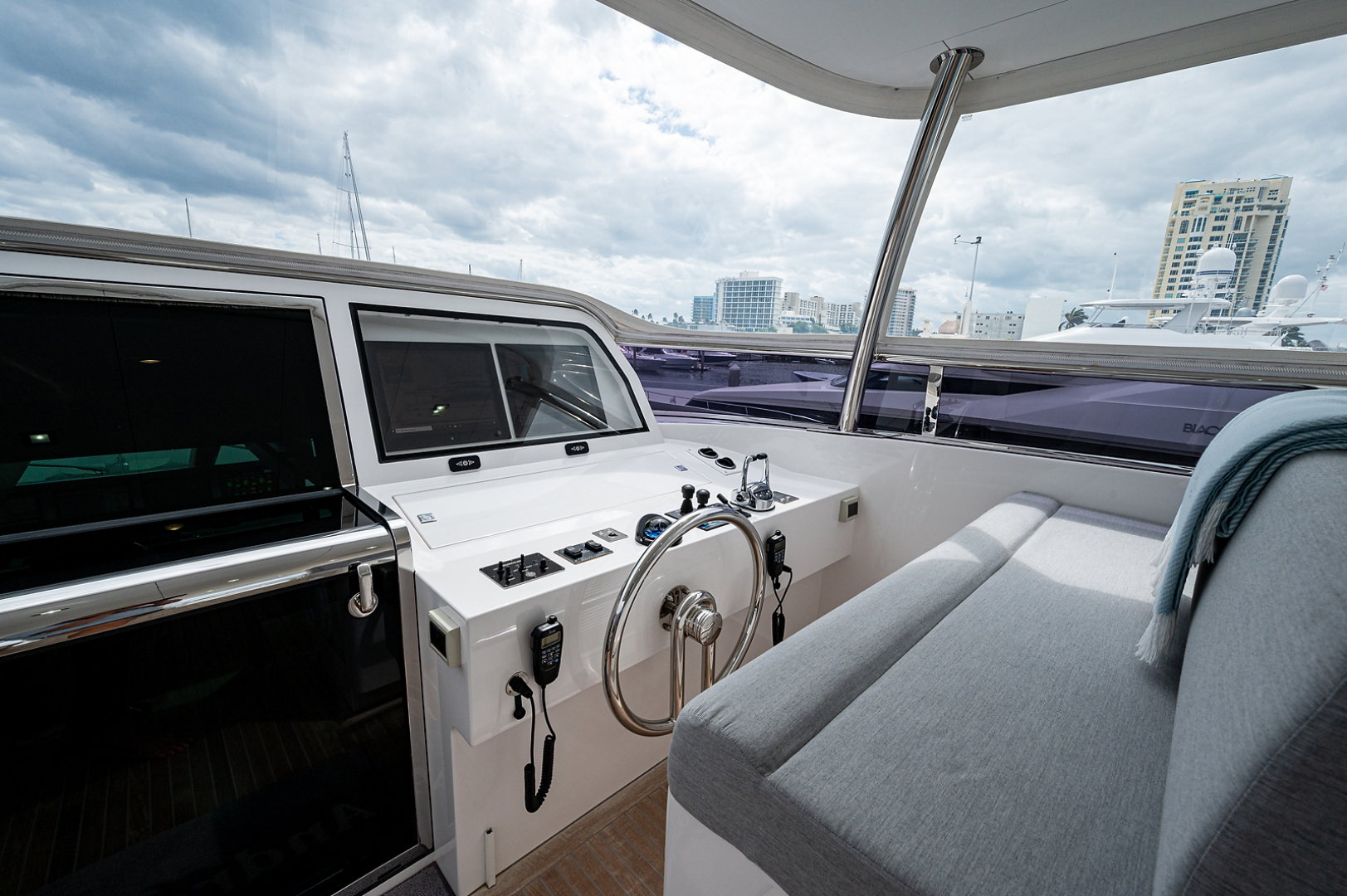 Horizon-RP 110 2014-ANDREA VI Fort Lauderdale-Florida-United States-Flybridge Helm-1633578 | Thumbnail