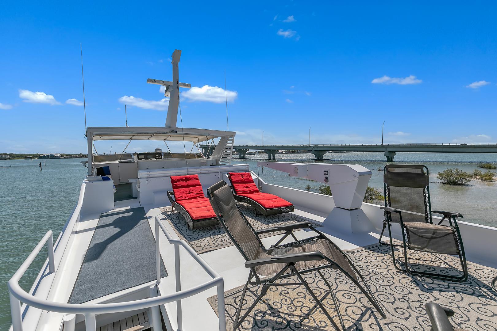 Broward 104 - Pathway - Sundeck Lounge