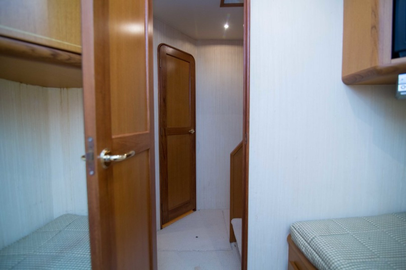 Ocean 57 - Cash Flow - Guest Cabin Port
