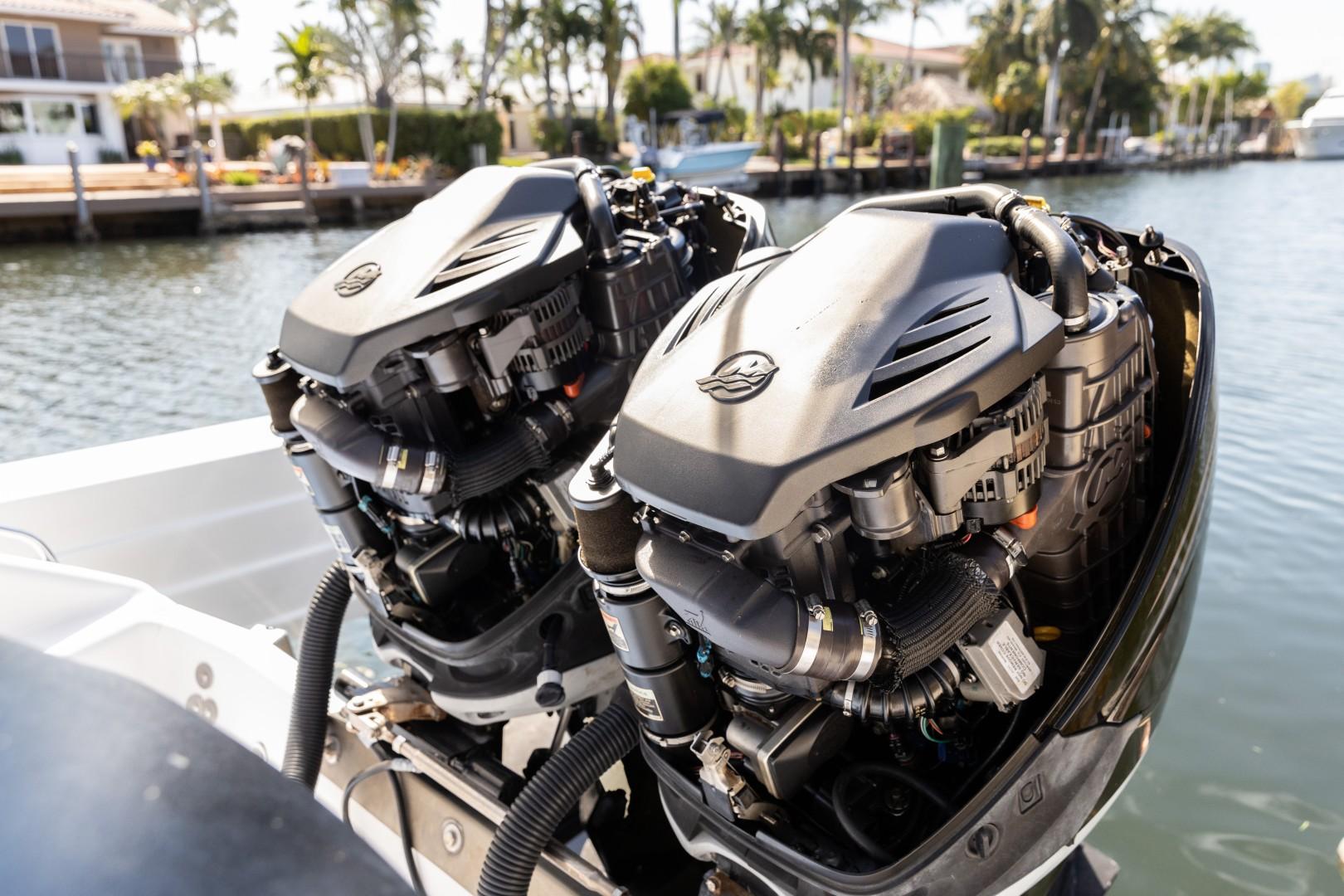 Donzi 35 - Lana - Engines