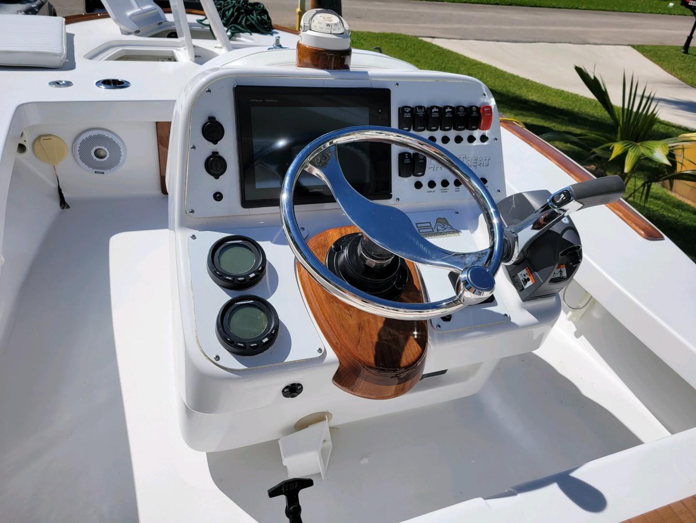 Enviboats Skiff 17 - Helm
