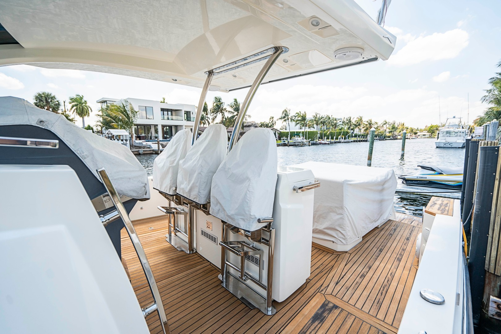 Azimut 36 - Veloce - Helm with Covers