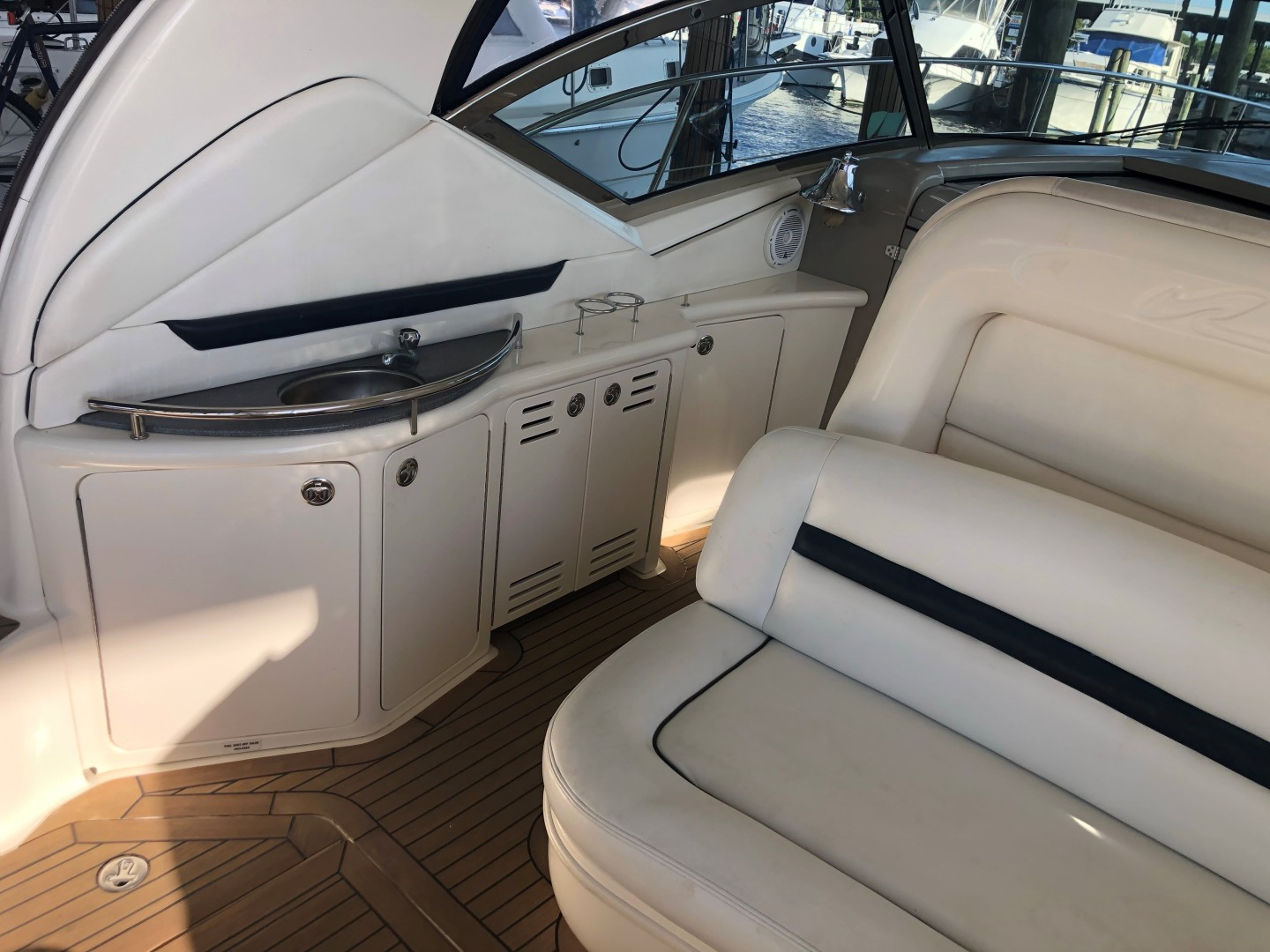Sea Ray 42 - The Beat Goes On - Entry