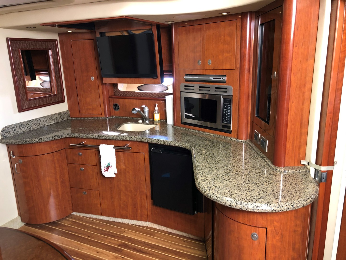 Sea Ray 42 - The Beat Goes On - Galley