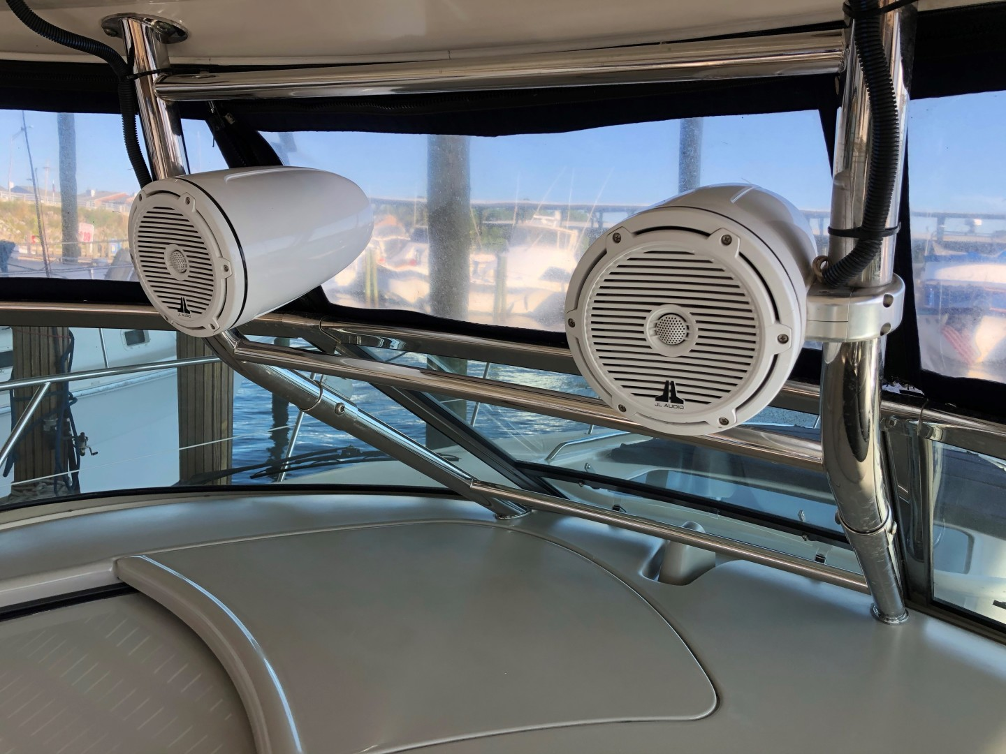 Sea Ray 42 - The Beat Goes On - JL Audio