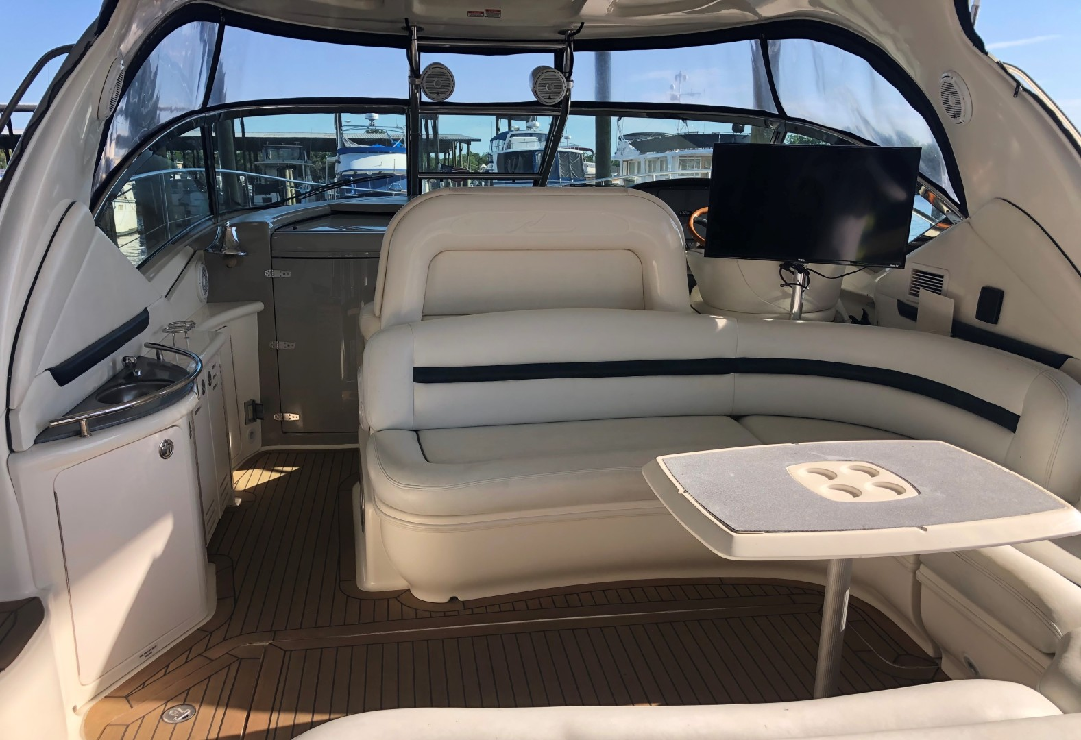 Sea Ray 42 - The Beat Goes On - Cockpit Frwrd