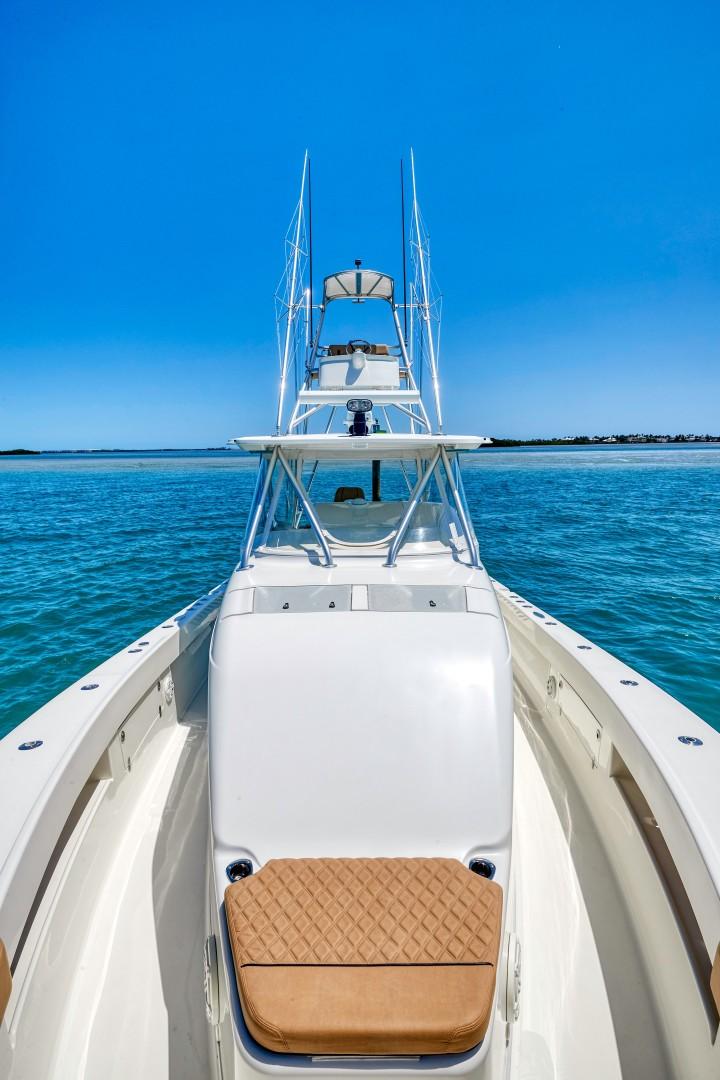 SeaVee 43 - Bow