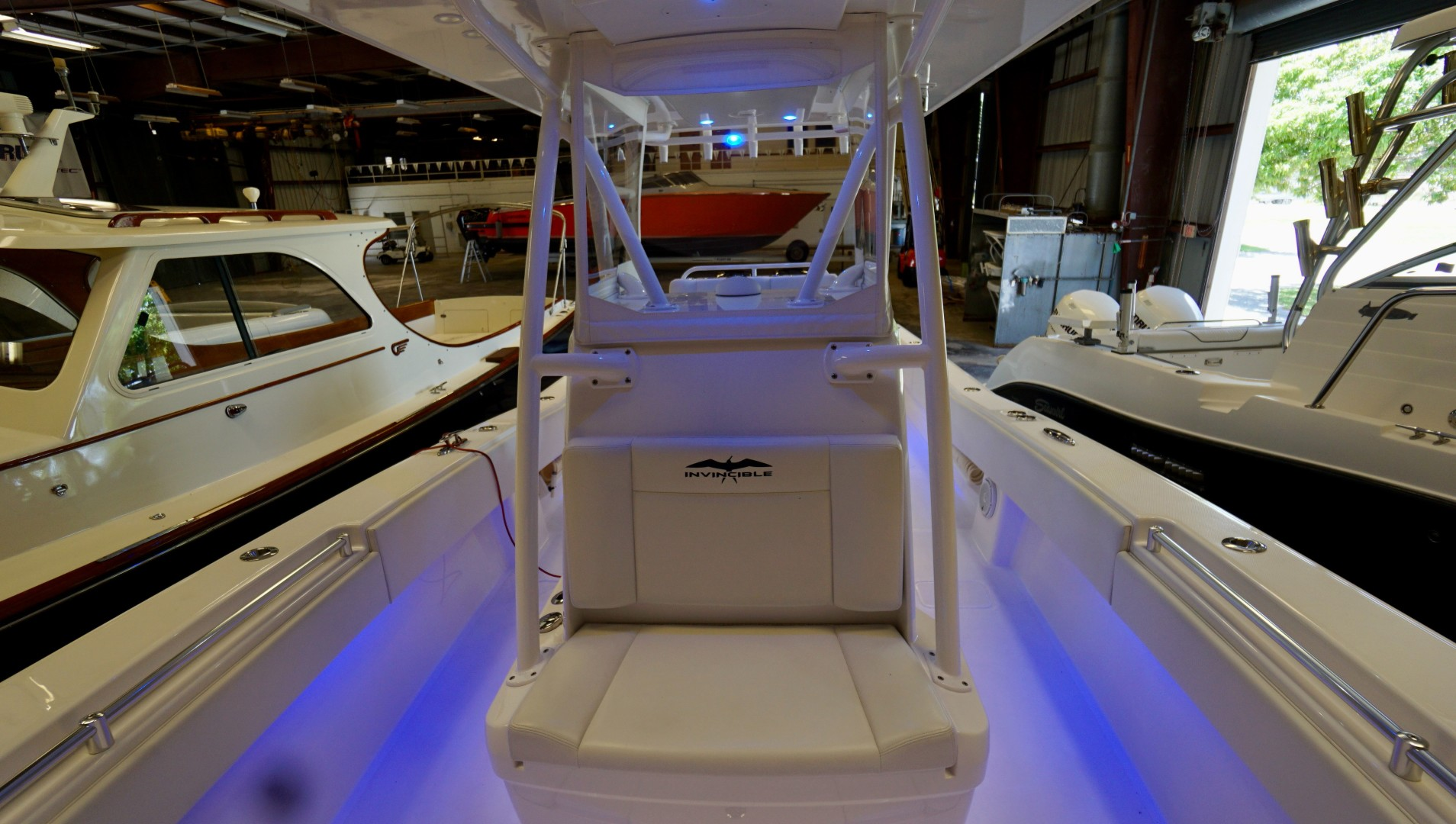 Invincible 33 - Console Seating