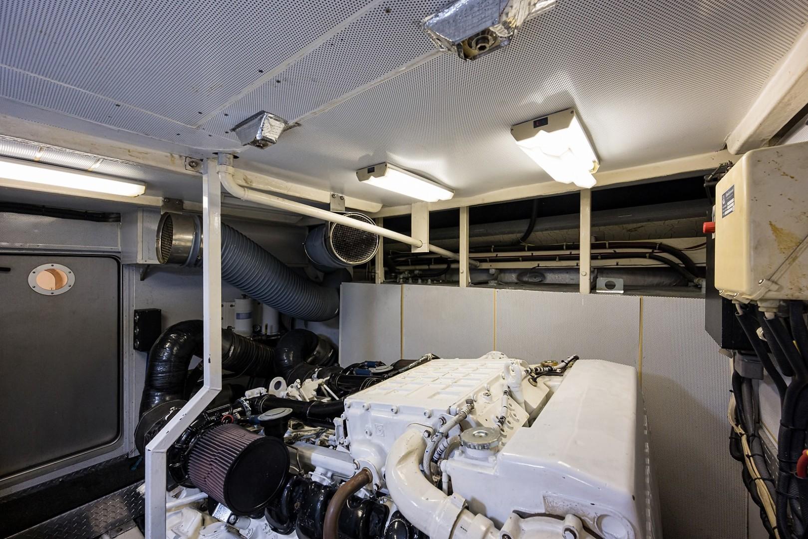 Princess Viking Sport Crusier 65 - Small Change - Engine Room