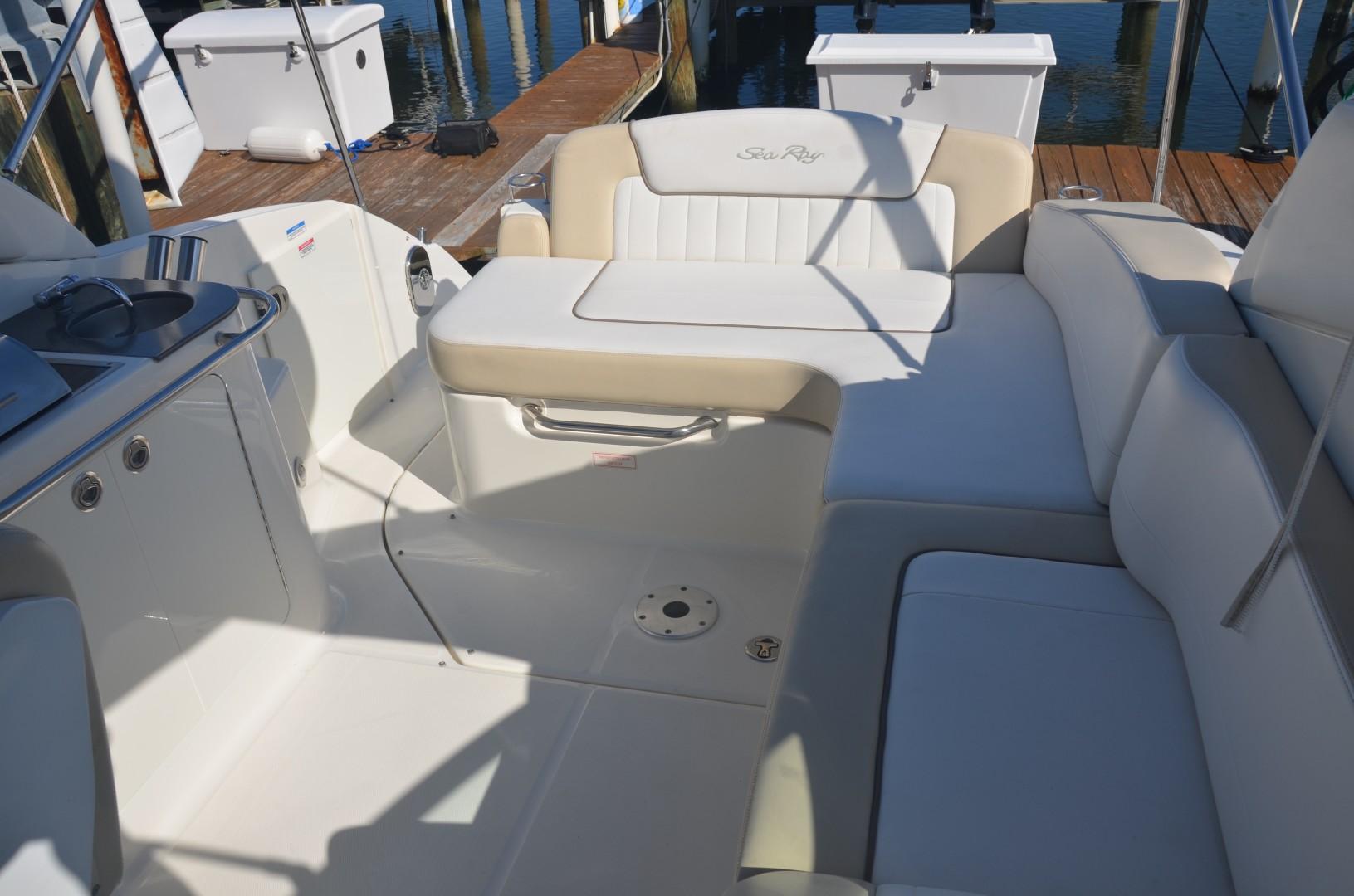 Sea Ray 28 - Ka'imi - Helm Deck