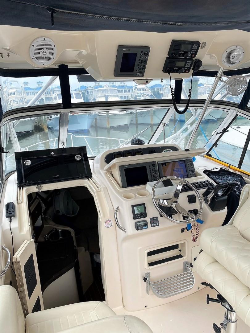 Grady White 30 - Captain Skip - Helm Station