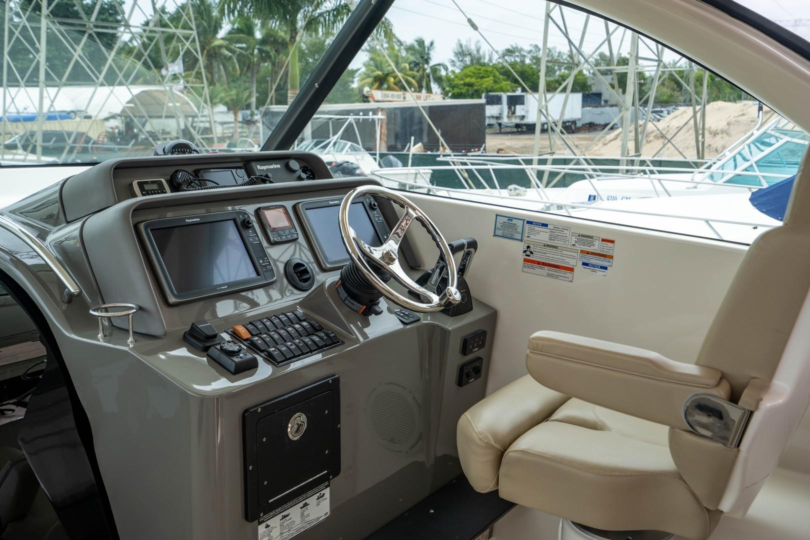 Pursuit 38 - Agua 0 - Flybridge
