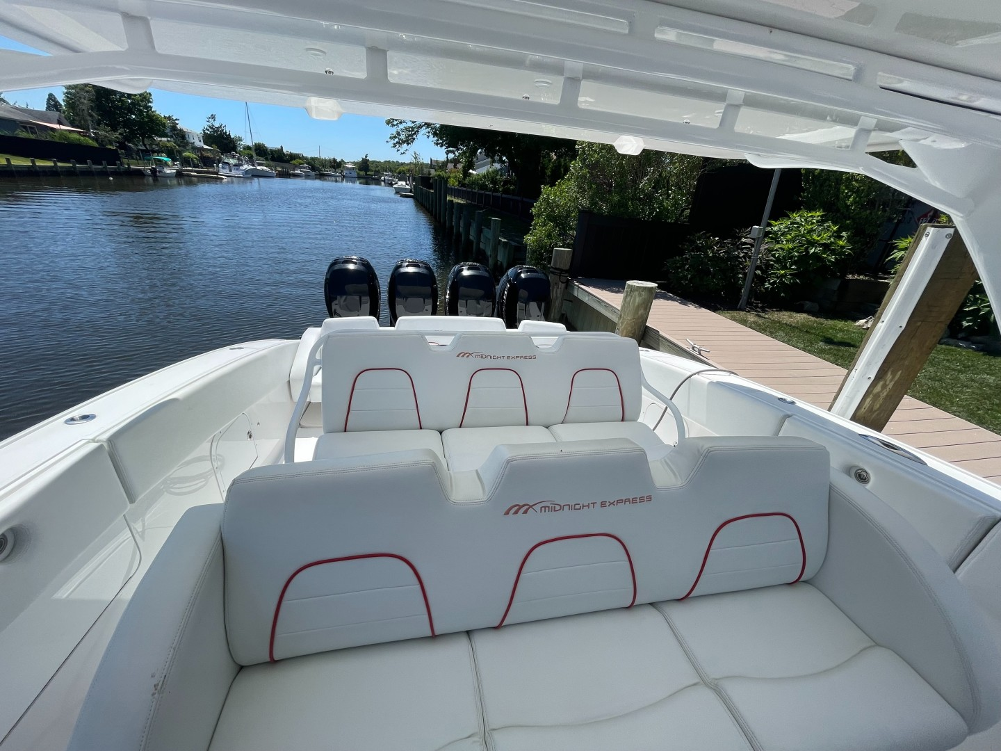 Midnight Express 43 - Helm seating