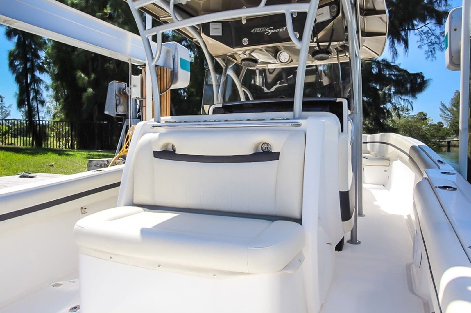 Nor-Tech 42 - Bow Seating