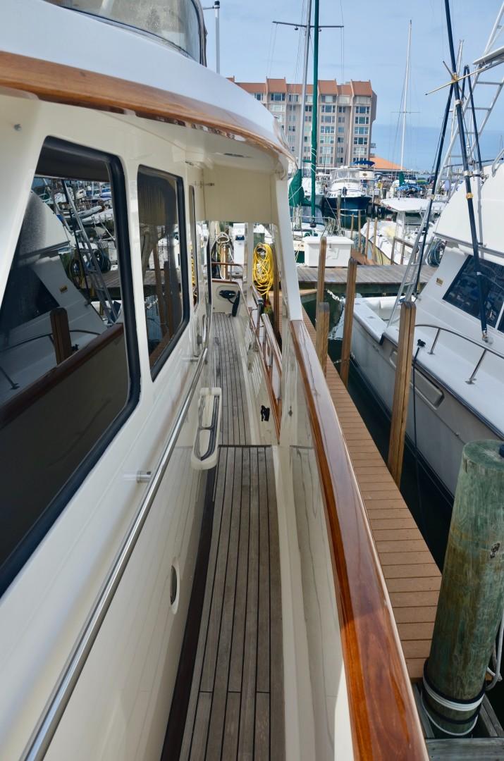 Marlow 53 - Side Deck