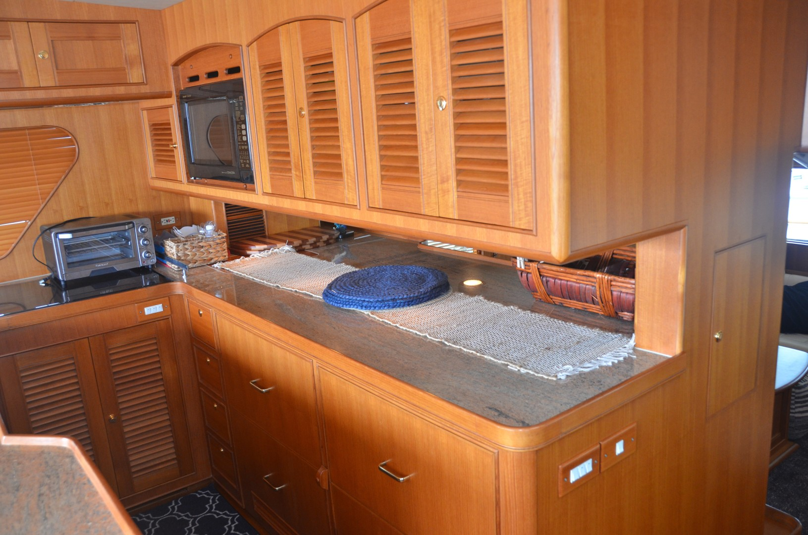 Marlow 53 - Galley