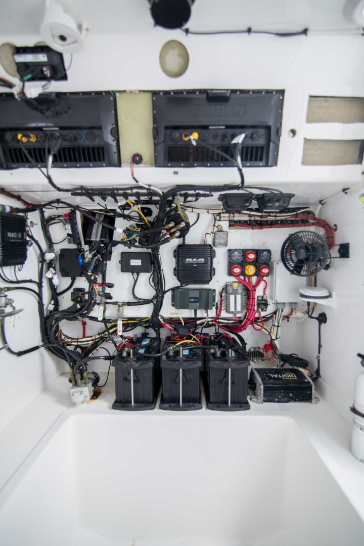 Ocean Master 33 - Engine Room
