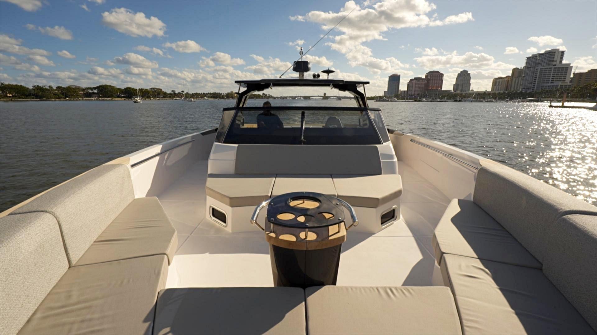 Ocean 55 - Cockpit Forward