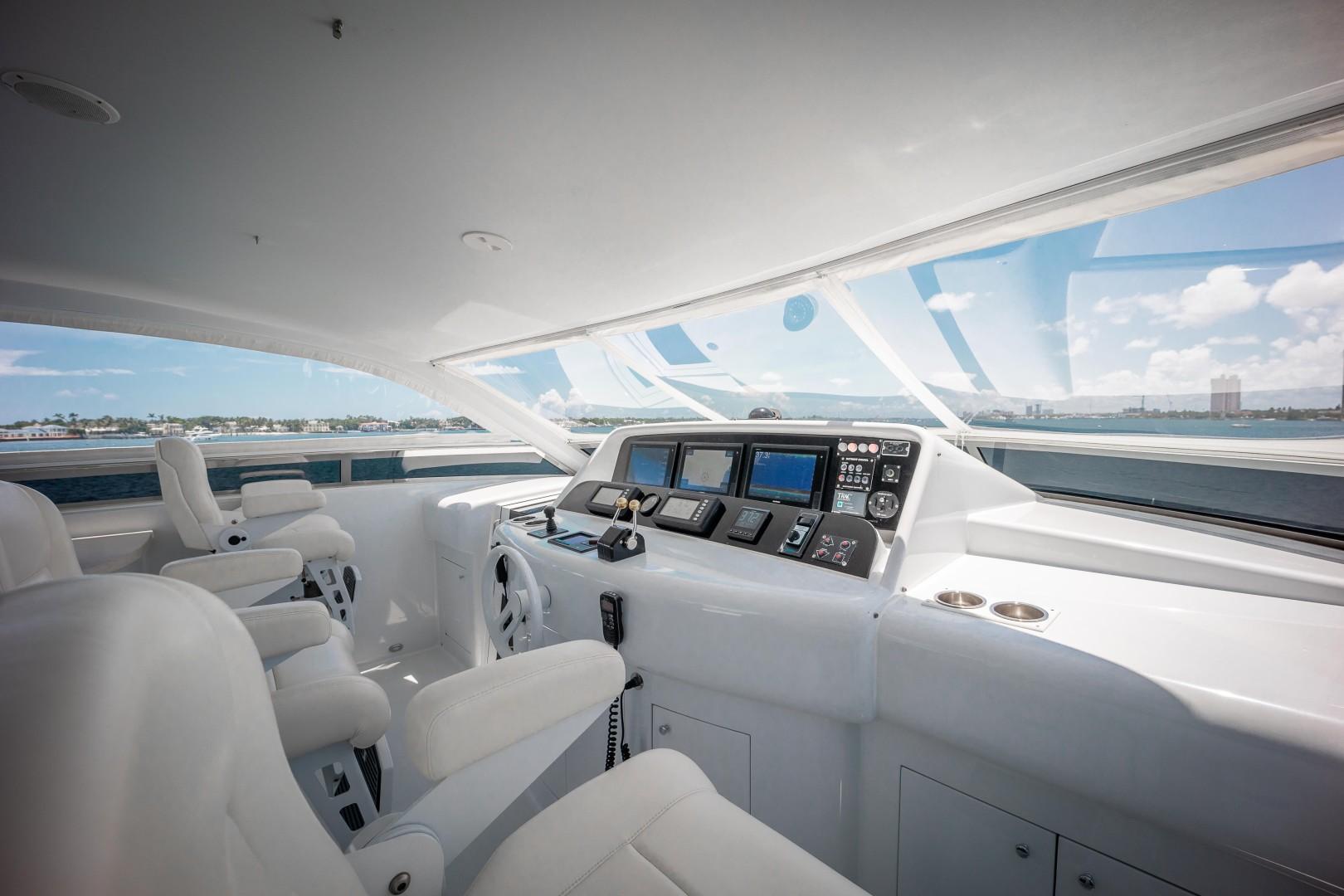 Lazzara 106 - Passion - Flybridge Helm