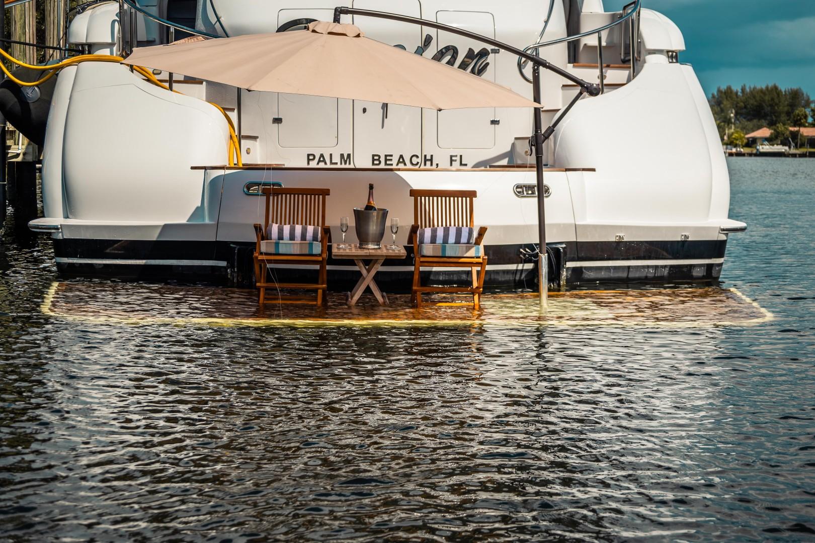 Lazzara 106 - Passion - Sundeck Lounge