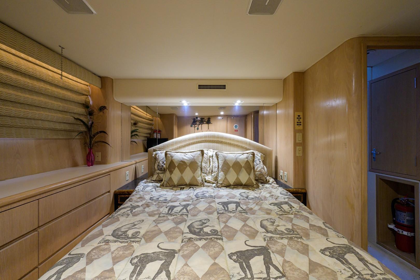 Hatteras 70 - Gypsy Rose - VIP Stateroom
