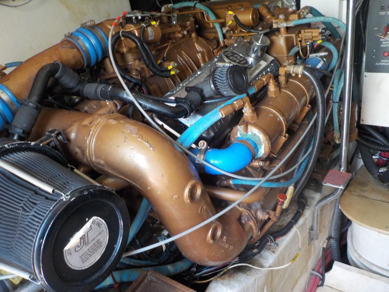 Tiara Yachts 41 - Salt Shaker - Engine