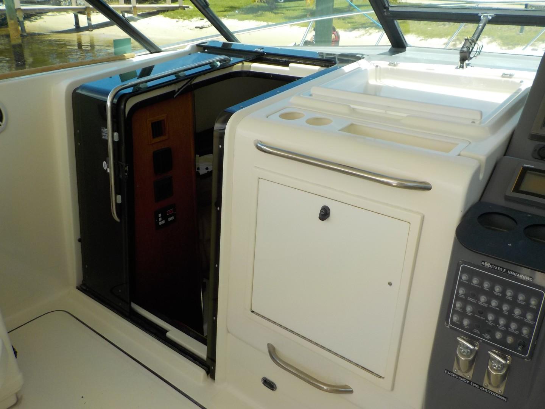 Tiara Yachts 41 - Salt Shaker - Cabin Entry