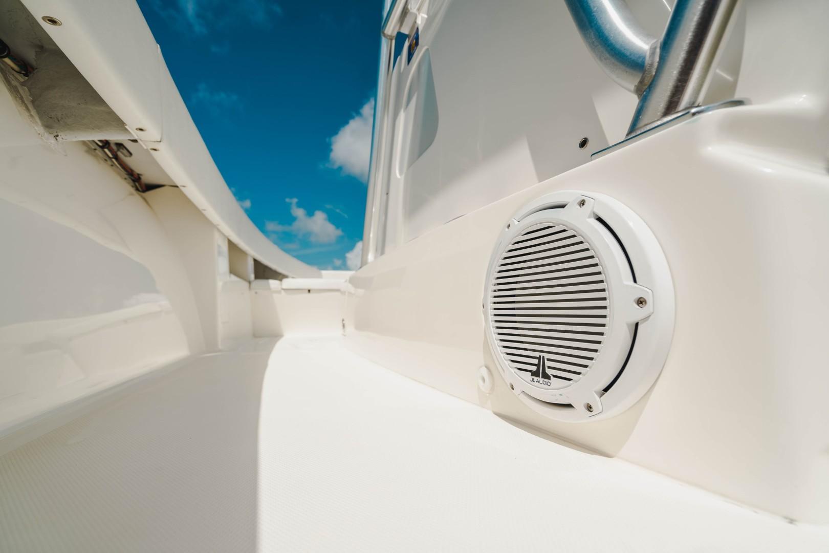 SeaVee 39 - Speaker