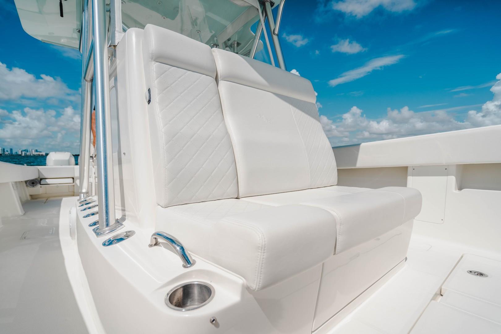 SeaVee 39 - Bow Seating