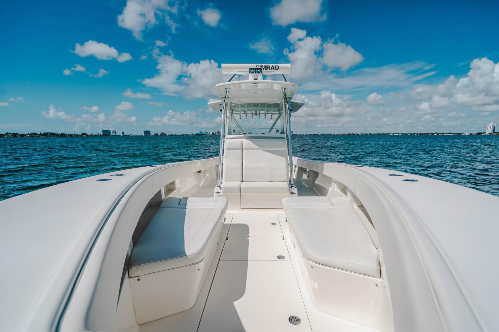 SeaVee 39 - Bow