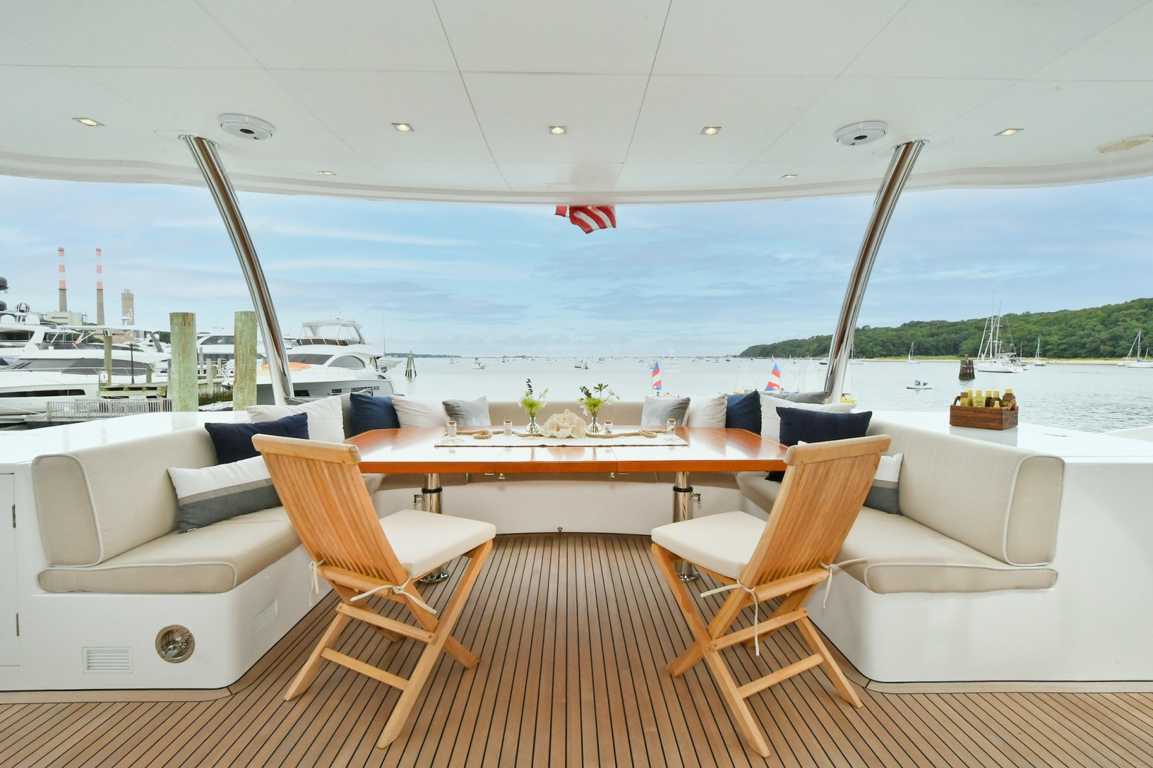 Horizon 110 - Neverland - aft deck