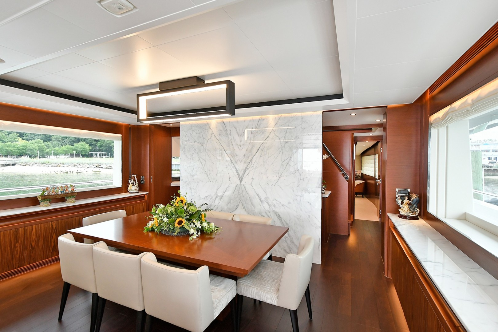 Horizon 110 - Neverland - dining room