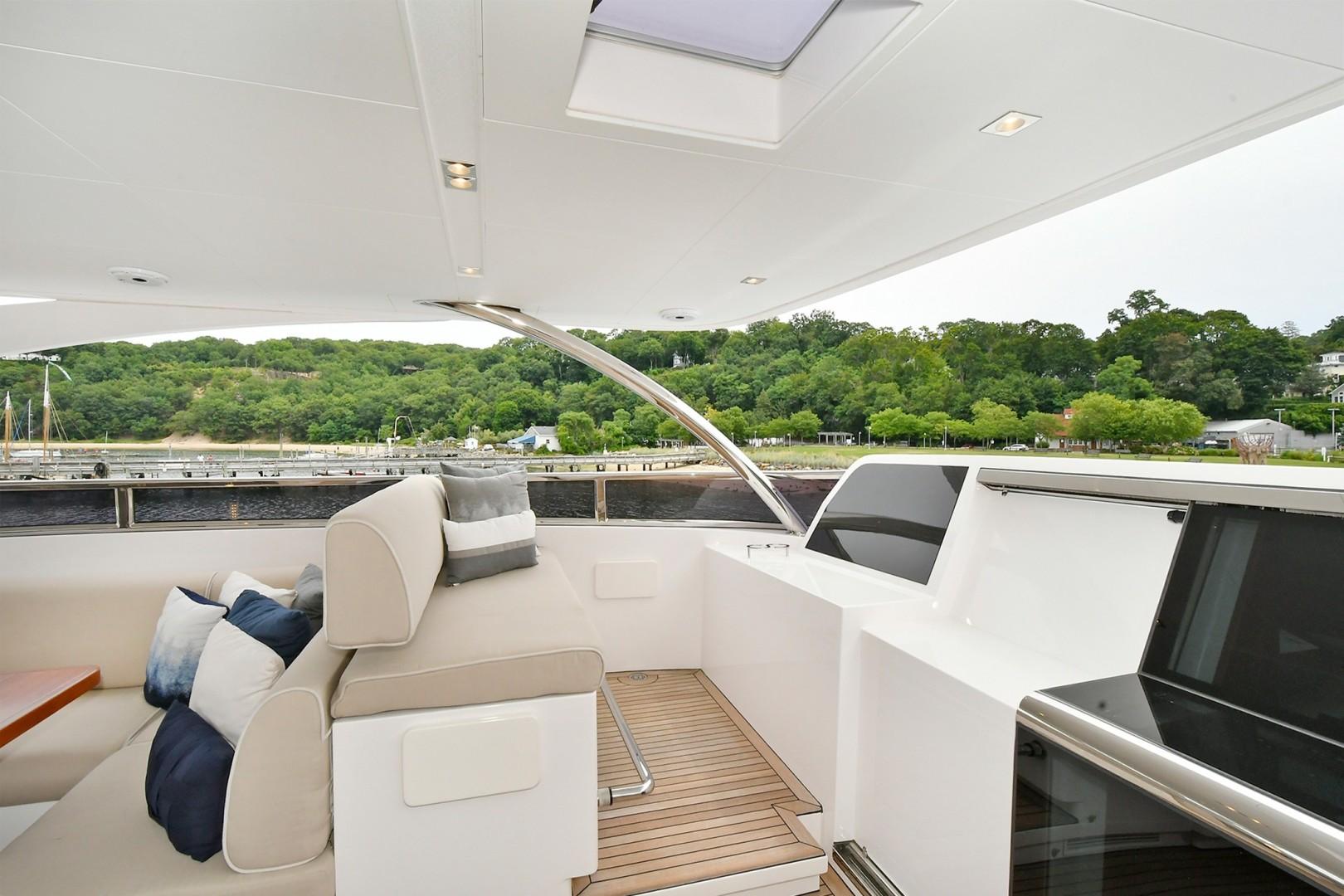 Horizon 110 - Neverland - Flybridge
