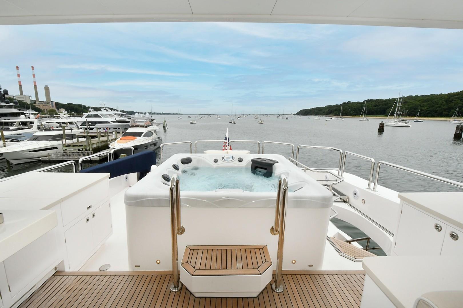 Horizon 110 - Neverland - Flybridge Hot tub