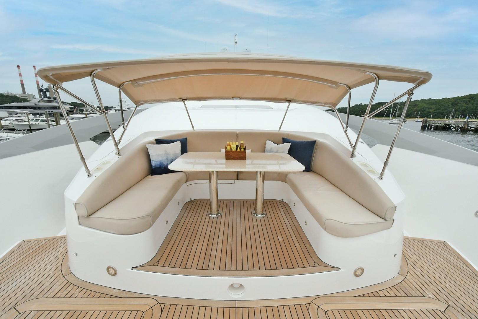 Horizon 110 - Neverland - forward deck