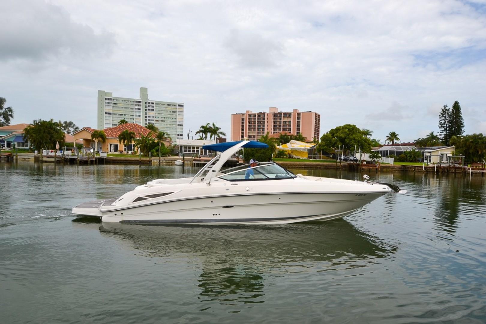 2010 Sea Ray 300 SLX 18
