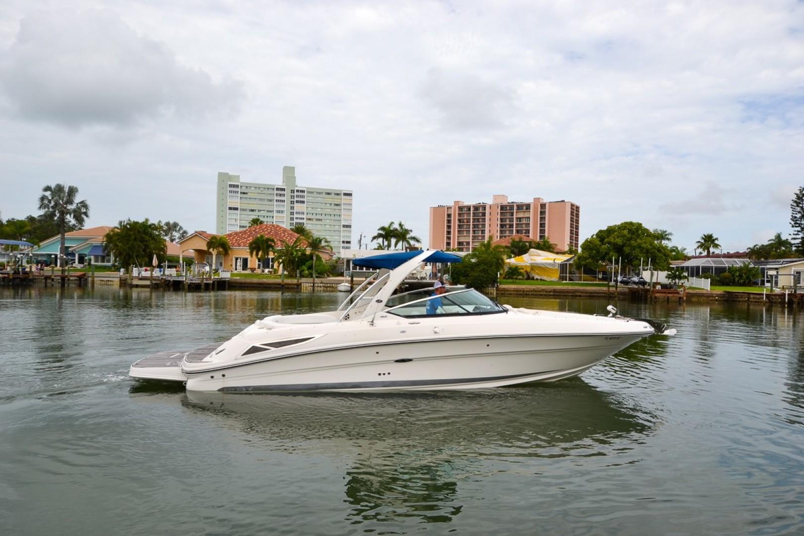 2010 Sea Ray 300 SLX 19