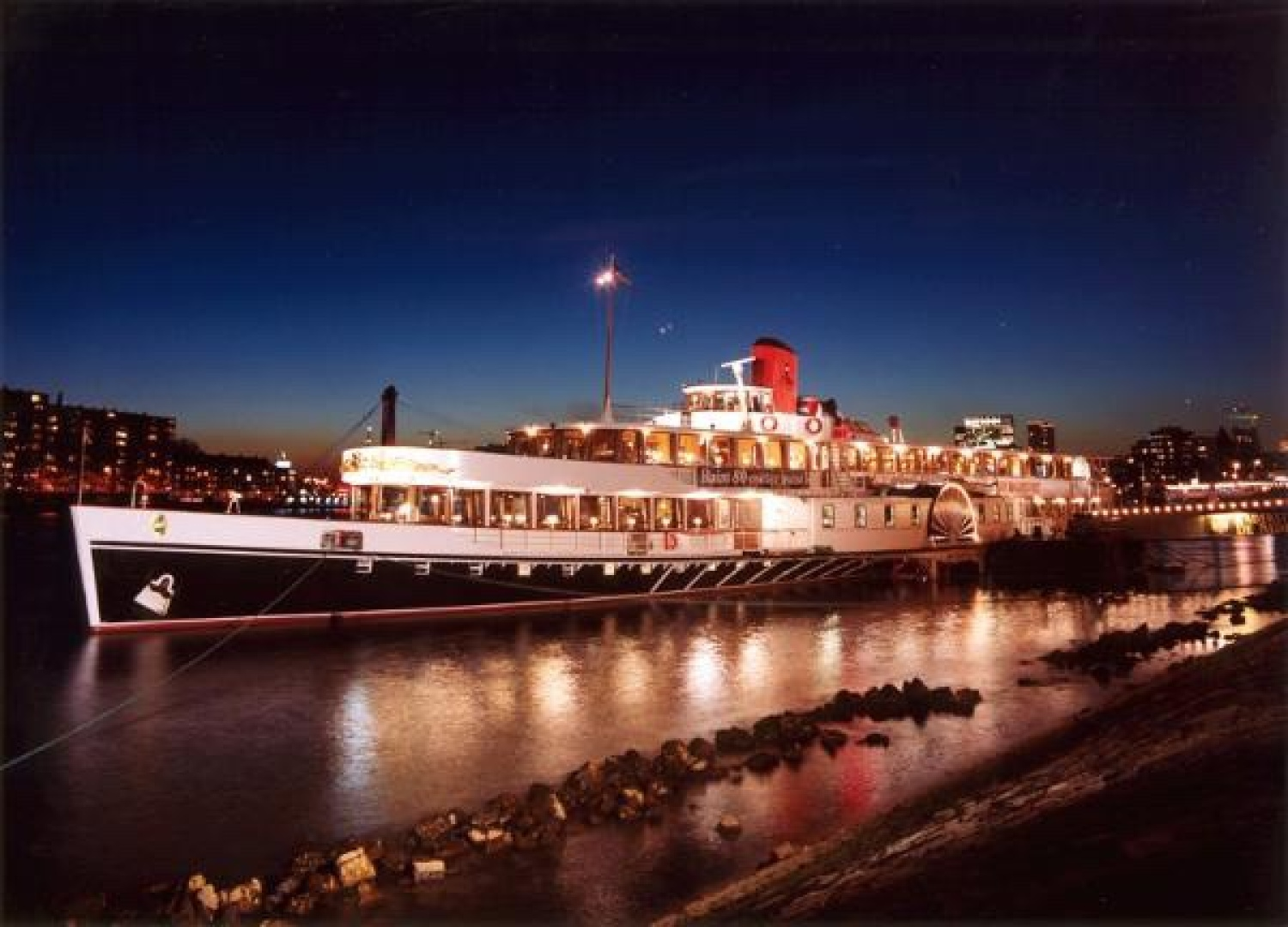 Picture Of a 1926 Antique 248 Dinner Cruiser Antique and Classics   1763712