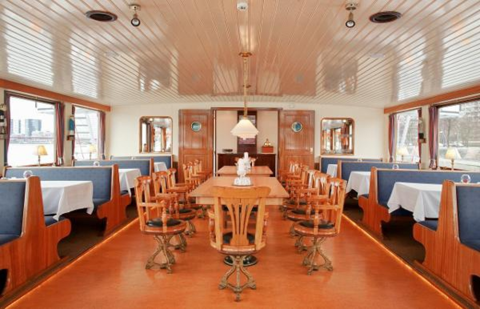 Picture Of a 1926 Antique 248 Dinner Cruiser Antique and Classics   1763727
