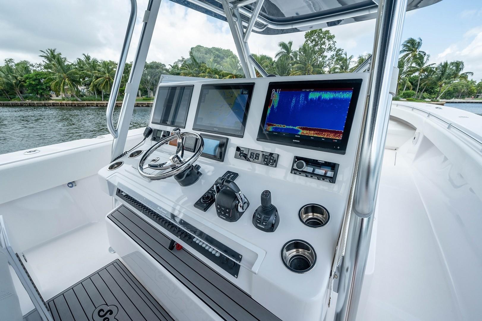 SeaHunter 45 - Medium Rare - Helm Station