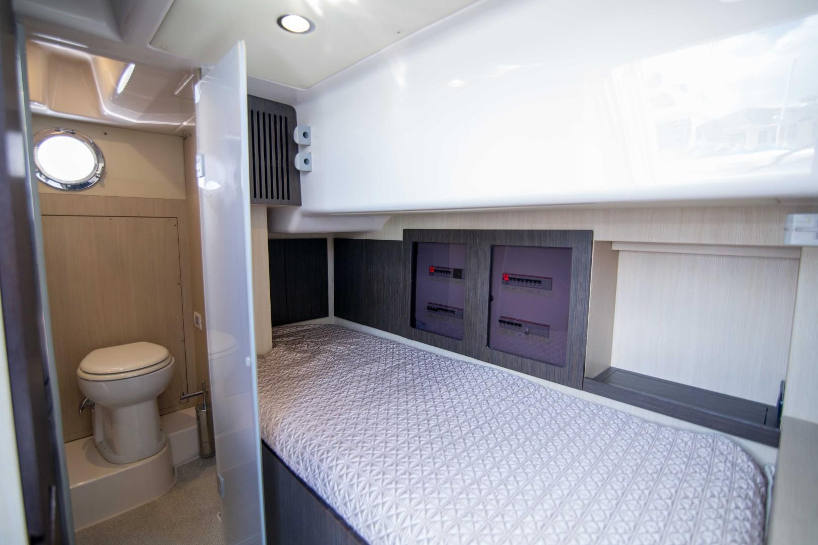 Azimut 66 - Lady M - Crew Cabin